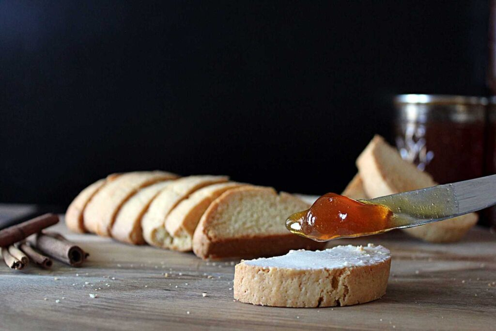 This Chai Chai Jelly is the warm spice of fall in spreadable form | cravethegood.com